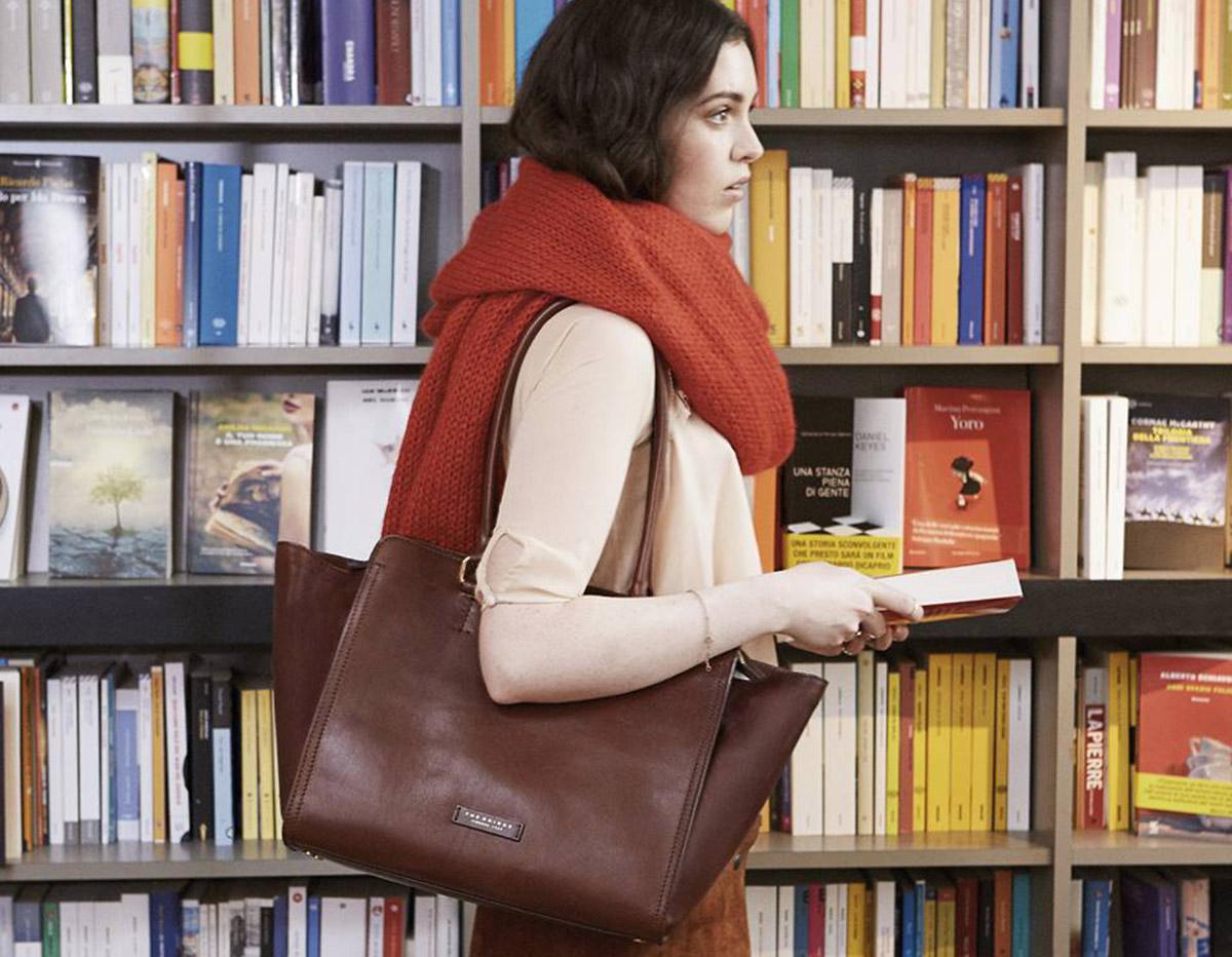La borsa da donna: l'accessorio più amato al mondo ha una storia antichissima