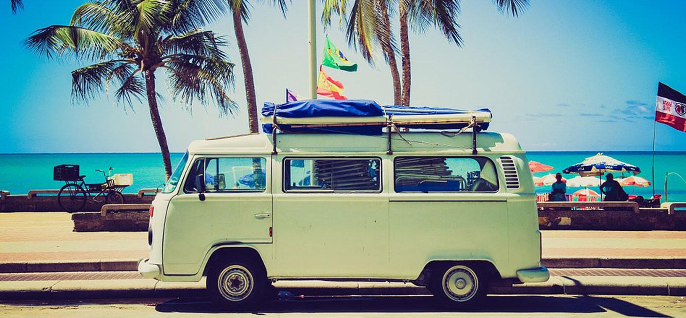 Was gehört in den Koffer für einen Strandurlaub?